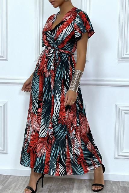 Longue robe d'été rouge à manches courtes et col cache-coeur aux motifs palmiers