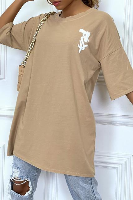 Tee-shirt oversize camel tendance avec dessin en coton
