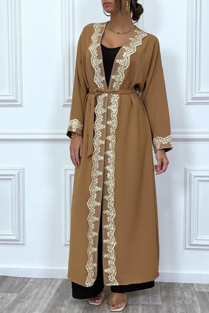Kimono long ceinturé style abaya camel avec broderie doré