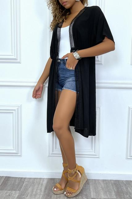 Kimono mi-long noir ceinturé avec dentelle