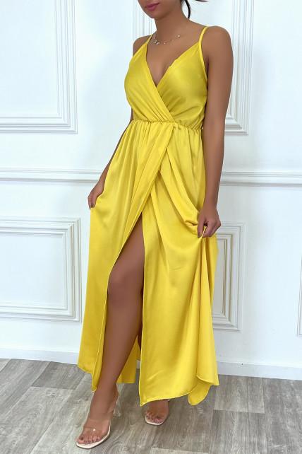 Robe satin cache-coeur longue fluide jaune à bretelles fines avec fente