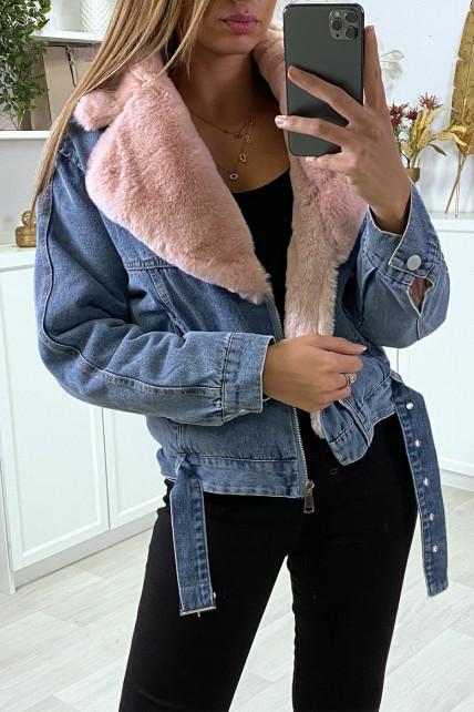 Veste en jean bleu avec col en fausse fourrure rose