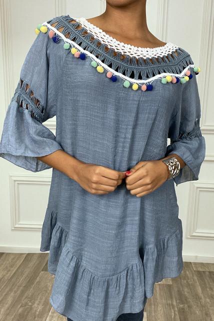 Robe tunique indigo avec dentelle et pompon au col et aux manches