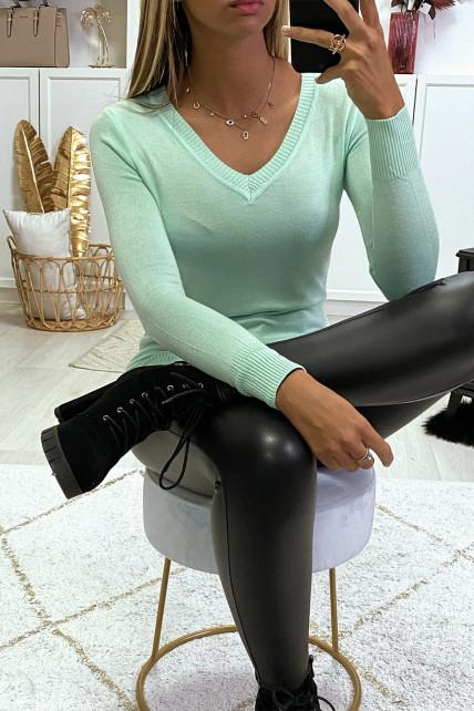 Pull vert d'eau col V en maille tricot très extensible et très doux
