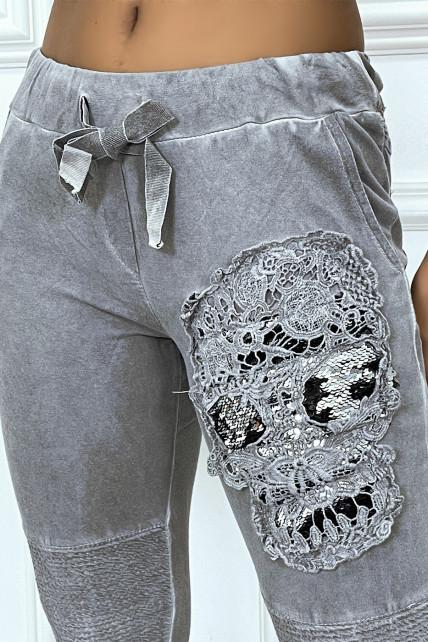 Jogging délavé anthracite avec poches et motif en dentelle et strass esprit FL