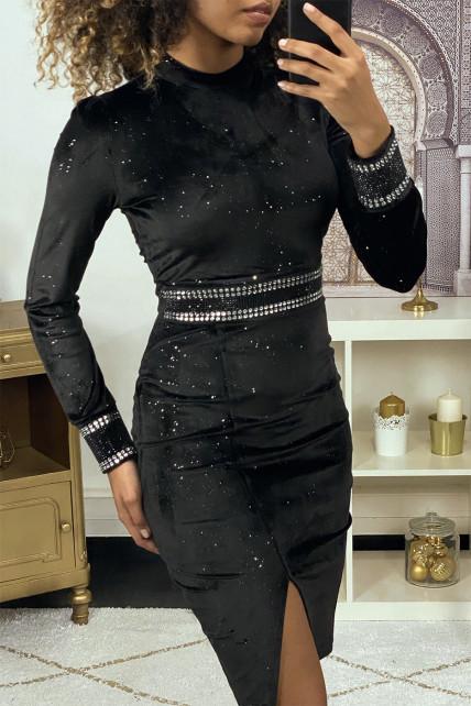 Robe de soirée en velours pailleté noir avec strass à la taille et aux manches