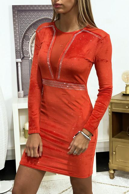 Robe de soirée en velours pailleté rouge ornée de strass