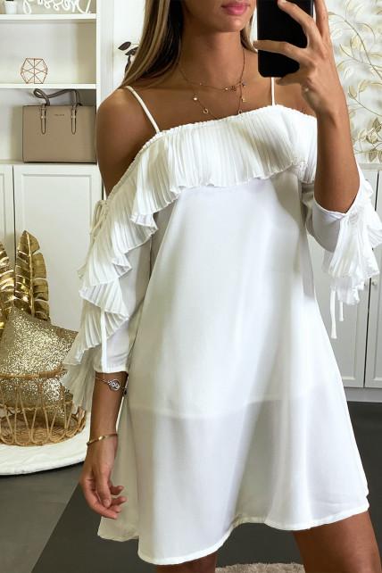 Robe blanche fluide à col bardot et coupe trapèze