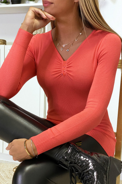 Pull corail avec boutons au col en maille tricot très extensible et très doux