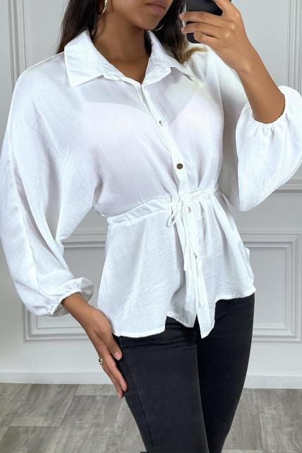 Chemise blanche à cordon à la taille, effet satiné