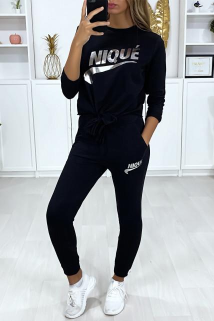 Ensemble noir avec poches au jogging et noeud et écriture dérivé de marque argenté