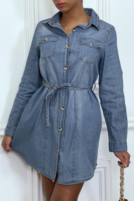 Robe chemise en jeans clair avec poches et ceinture