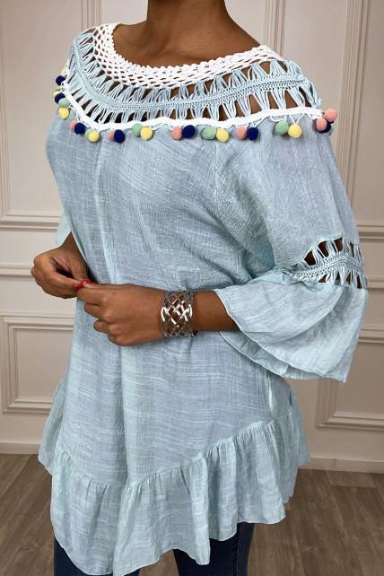 Robe tunique turquoise avec dentelle et pompon au col et aux manches