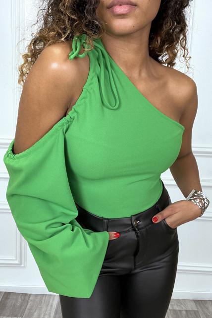 Body vert asymétrique et épaules dénudées