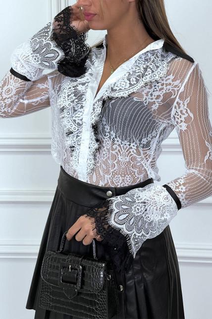 Chemise blanche en dentelle blanche avec col et volant noir