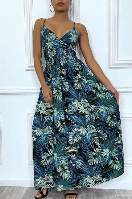 Longue robe d'été bleu royal à imprimé tropical et cintrée à la taille.