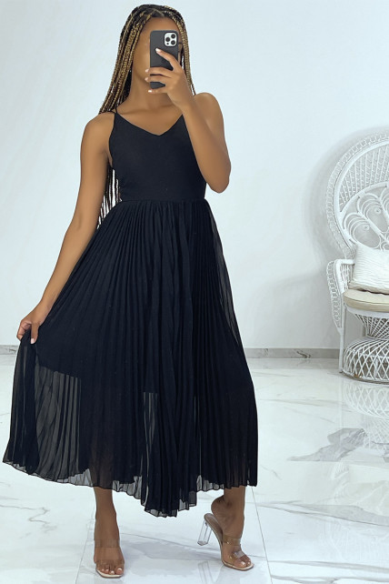 Robe noir avec jupe plissée style accordéon