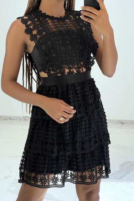 Petite robe noire ajourée et brodée effet 2 pièces