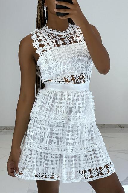 Petite robe blanche ajourée et brodée effet 2 pièces