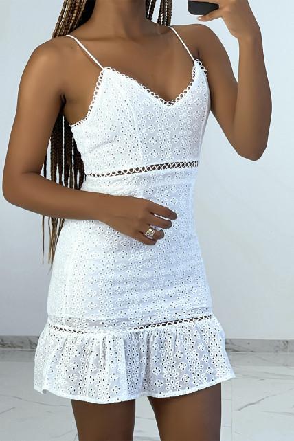 Mini robe blanche ajourée avec détails broderie