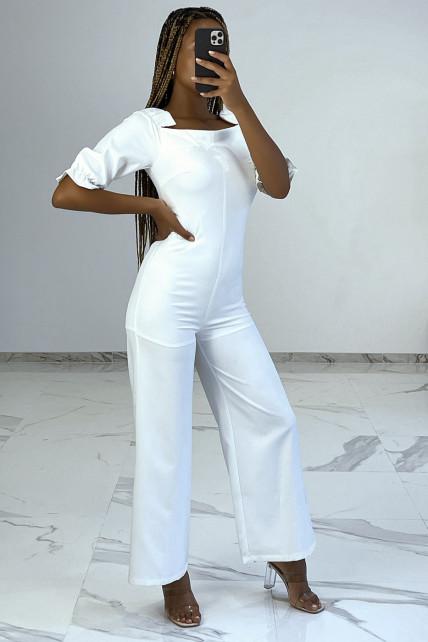 Combinaison pantalon blanche à col carré et épaulettes bouffantes